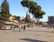 Camion bar all'Arco di Costantino (foto Zanini)