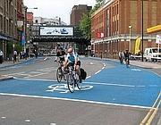Una «cycle superhighway»: l'autostrada per bici;  Londra ne vuole 12