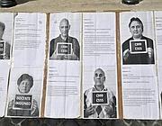 Un manifesto al sit-in dei precari della scuola (LaPresse)