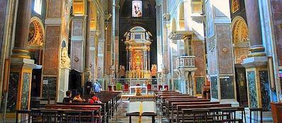 La navata centrale della chiesa di Sant'Agostino a Roma