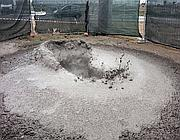 Il mini-vulcano che si � creato sabato vicino all'aeroporto