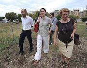 L'assessore Estella Marino (al centro) al parco Garbatella (Jpeg)