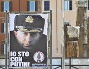 Un manifesto pro Putin e contro gli omosessuali a Roma (LaPresse)