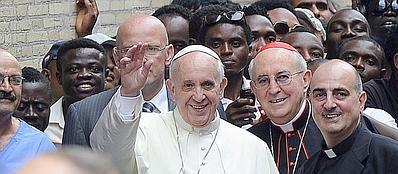 Il Papa al centro Astalli (foto Jpeg)