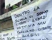 Protesta per la presenza di topi in una scuola romana
