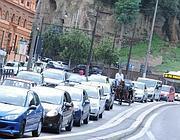 Traffico intenso ma scorrevole mercoledì in piazza del Colosseo (Jpeg)