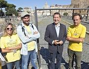 Marino con i vertici di Legambiente davanti a via Alessandrina (Jpeg)