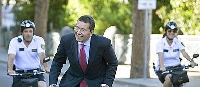 Il sindaco Ignazio Marino in bici