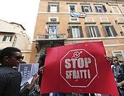 Una manifestazione  del Comitato per la lotta della casa (Foto Ansa)