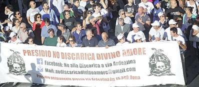 Una protesta contro la discarica a Falcognana (Jpeg)