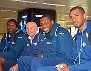 Da sinistra: Mbakwe, Luca Dalmonte (tecnico della Virtus Roma), Eziukwu e Jordan Taylor (Ansa)