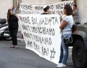 Uno striscione contro Priebke vicino alla sua casa (Omniroma)
