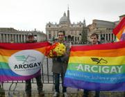 Bandiere rainbow in piazza San Pietro (Ciofani)