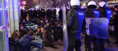 I tifosi della Lazio arrestati a Varsavia (Epa)