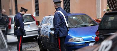 Vicolo della Campana, i carabinieri sul luogo dell'attentato (foto Eidon)