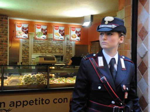 Pizza e camorra sequestrati 5 locali hanno un valore di for Locali commerciali roma centro
