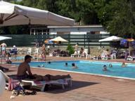 Da 8 a 85 euro piscine d estate tra low cost e lusso for Arredamento parrucchieri low cost