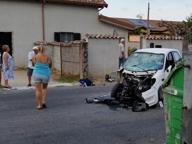 Fiumicino, scontro tra minicar e moto: tre giovani feriti