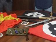 Autista del bus rapina un migrante In casa sua coltelli e croci celtiche