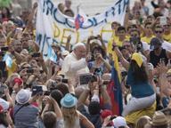 Vaticano, Papa: «Troppe volte le donne vivono da scartate»