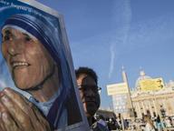 Centomila in S. Pietro per Madre Teresa santa, 1500 poveri in prima fila