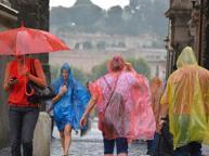 Roma, gravi due uomini colpiti da un fulmine in un parco a Ostiense