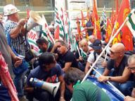 Alcoa, sequestrati 34 coltelli «Trattati come i terroristi»
