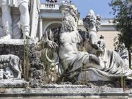 Piazza del Popolo abbandonata Fontana della Dea Roma con erbacce
