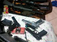 Pistole, Ak47 e fucili da cecchino nel garage di un contabile: è giallo