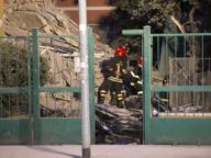 Crolla palazzo in via della Farnesina Polemiche sul sopralluogo di venerdì La Raggi: «Non vi abbandoniamo»
