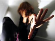 Minaccia la ex e cerca di strangolarla: 46enne arrestato per stalking