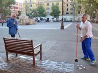 Piazza Testaccio ripulita dai volontari: «Ama raccoglie solo i sacchetti»