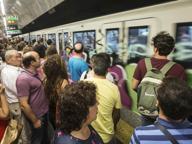 Malore sulla metro B Treni al rallentatore