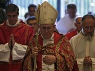 Il cardinale Vallini: «È il demonio che divide i matrimoni»