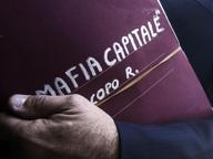 Mafia Capitale, tangenti per appalti sui campi rom: 17 funzionari verso il processo