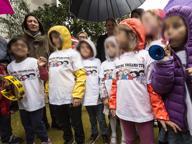 «Fuori da scuola prima tutti insieme» La protesta solidale dei bambini