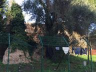 Colle Oppio bonificato, ma restano i bivacchi (e i panni sempre stesi)