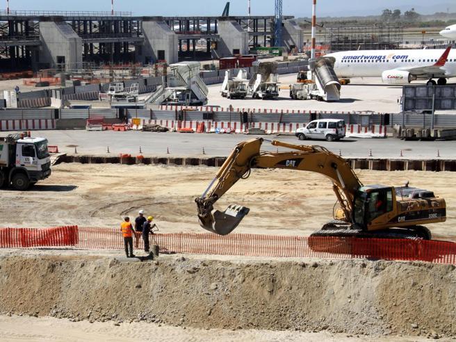Appalti a Fiumicino: la Finanza negli uffici di Aeroporti di Roma