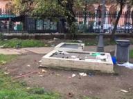 La discarica di piazza Vittorio I residenti: «Qui nessuno pulisce»