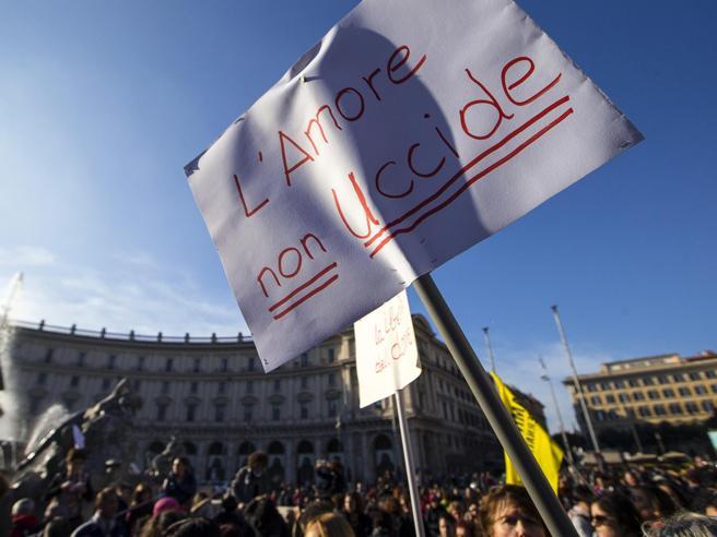 Roma, il corteo contro la violenza sulle donne  «Siamo 200 mila» Immagini|Video