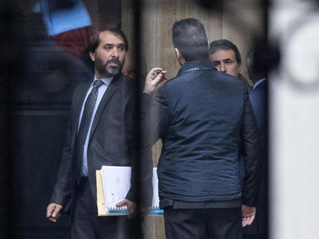 Roma, corruzione: arrestato Marra fedelissimo di   Raggi in Comune Diceva: «Io, sempre a disposizione»