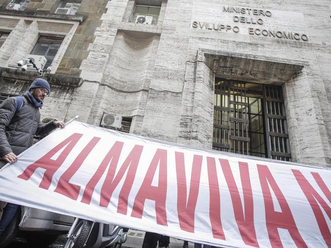 Almaviva, chiude la sede di Roma: già partite 1.666 lettere di licenziamento