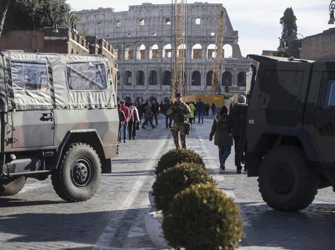 Viaggio nella Roma ai tempi della paura ( e del fatalismo) Foto Video   Barriere sui ponti