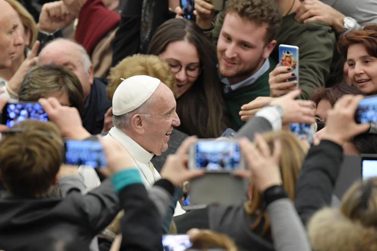 Papa Francesco ai terremotati: ricostruire  cuori prima delle case