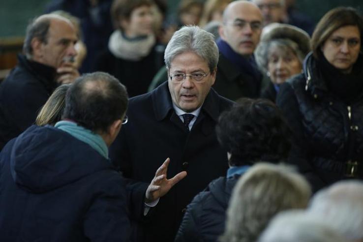 L'addio a Tullio De Mauro FotoDa Visco a Gentiloni e RaggiPolitici e professori in prima fila