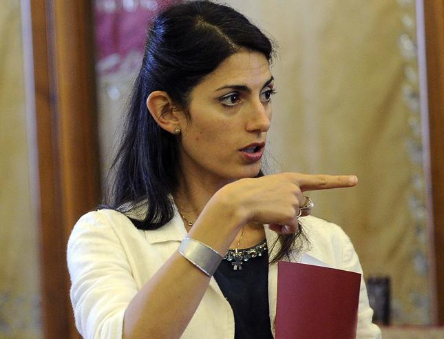 «Non parlate con  i giornalisti», le nuove regole del CampidoglioPer lei 2 tutor da Genova