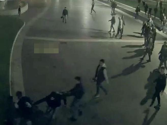 Roma, 16enne accoltellato: sette giovani arrestati, tre minori Video