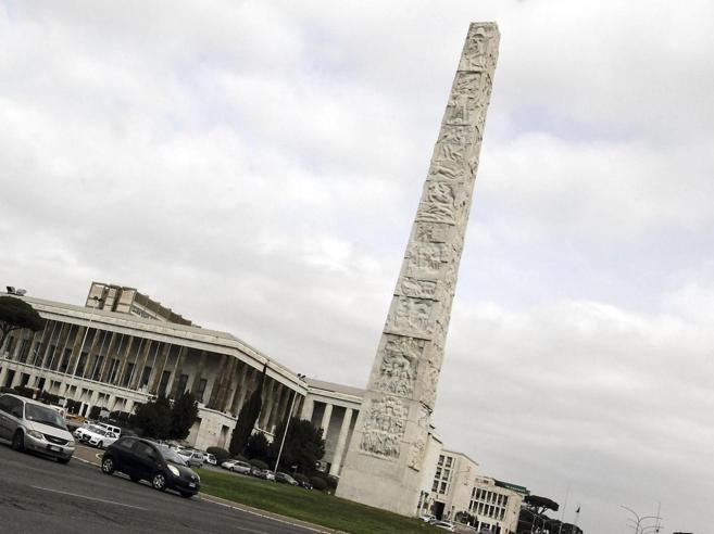 Roma, sparatoria con 4 feriti   all'obelisco    set di «Gomorra» foto