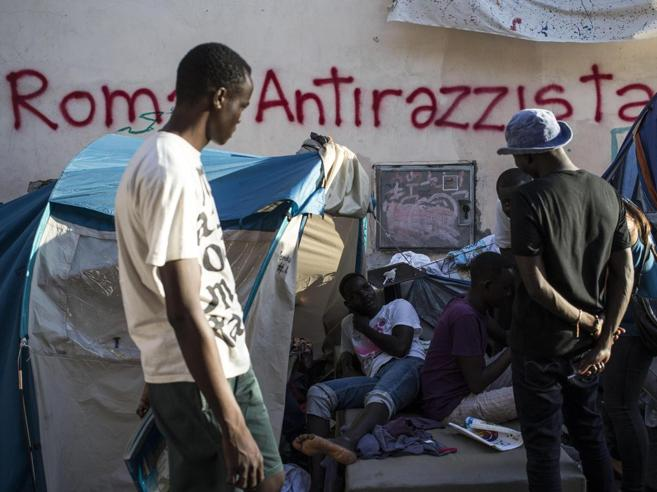 Lettera della sindaca Raggi  al prefetto: «Limitare gli arrivi di migranti a Roma»