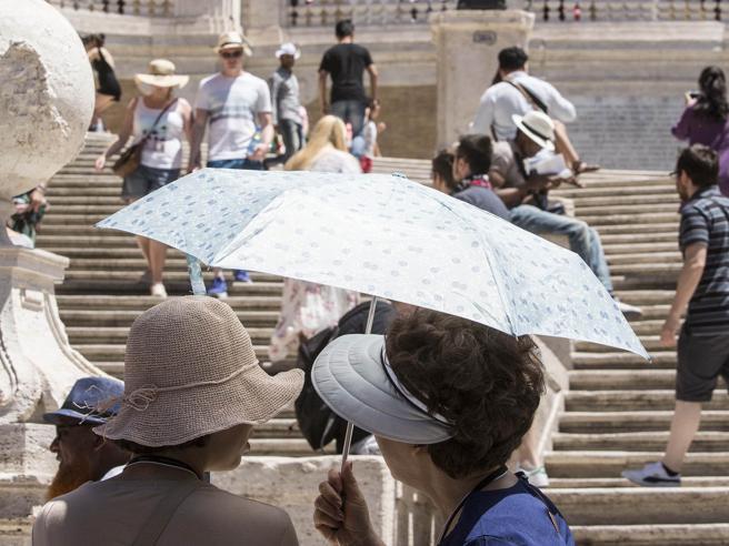 Roma, in manette  la banda dei falsi poliziotti che  derubavano turisti